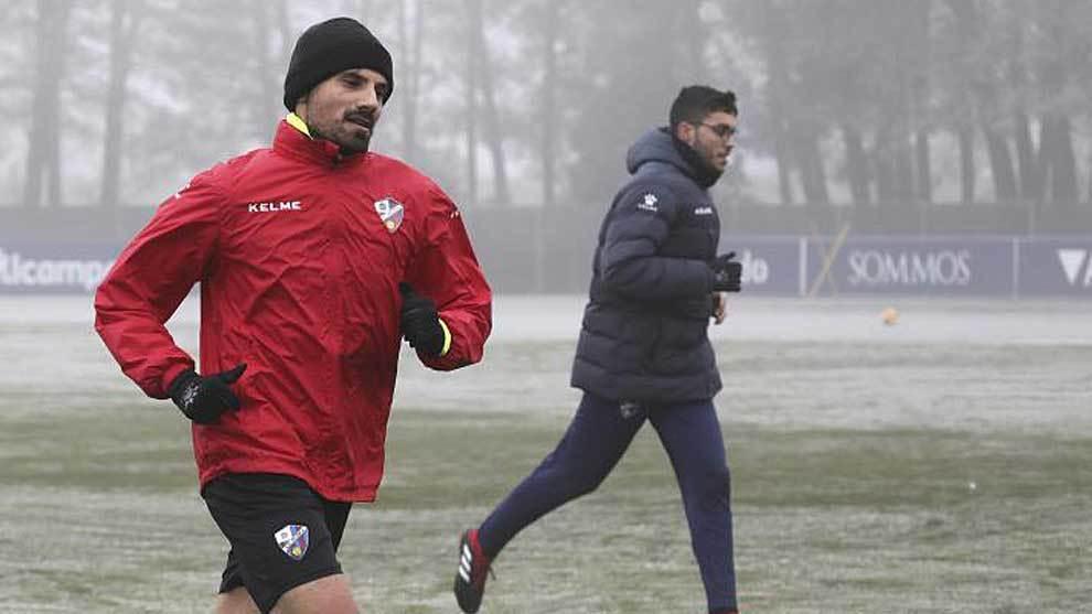 Aguilera, durante un entrenamiento del Huesca esta temporada