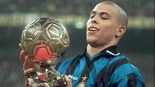 Ronaldo, Balón de Oro 1997 ya con el Inter, tras haber ganado Copa y...
