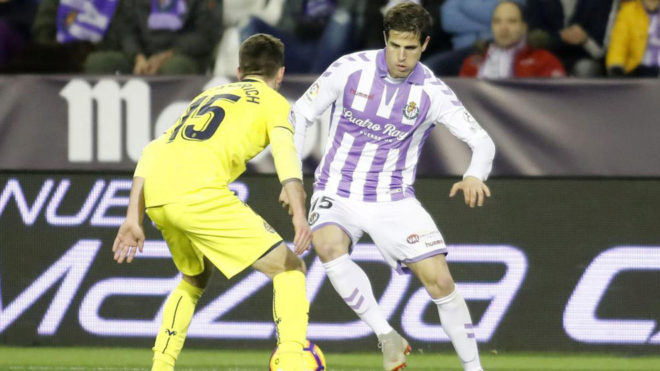 Hervías encara a Miguelón durante el partido Valladolid-Villarreal...