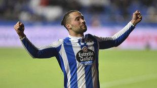 Quique González celebra un gol en el Deportivo.