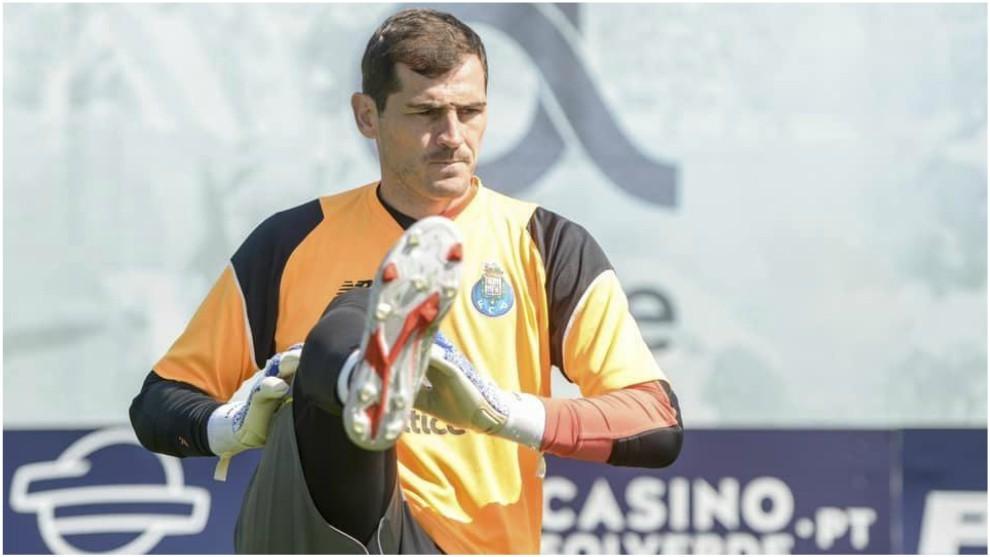 Casillas se ejercita durante un entrenamiento del Oporto.