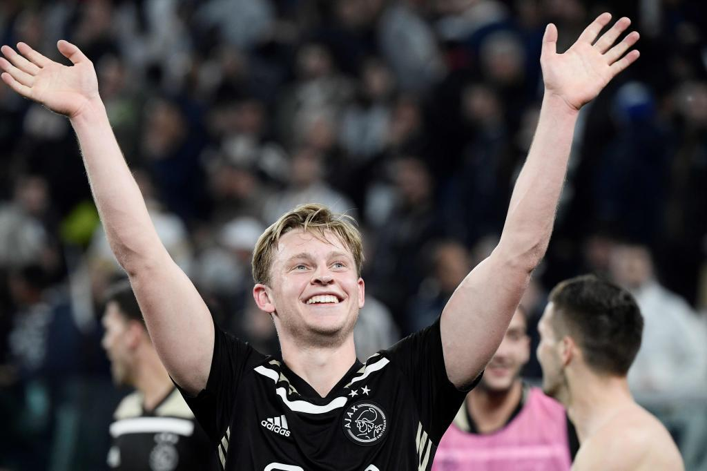 Ajaxs Dutch midfielder Frenkie de <HIT>Jong</HIT> celebrates at the end of the UEFA Champions League quarter-final second leg football match Juventus vs Ajax Amsterdam on April 16, 2019 at the Juventus stadium in Turin. (Photo by Filippo MONTEFORTE / AFP)