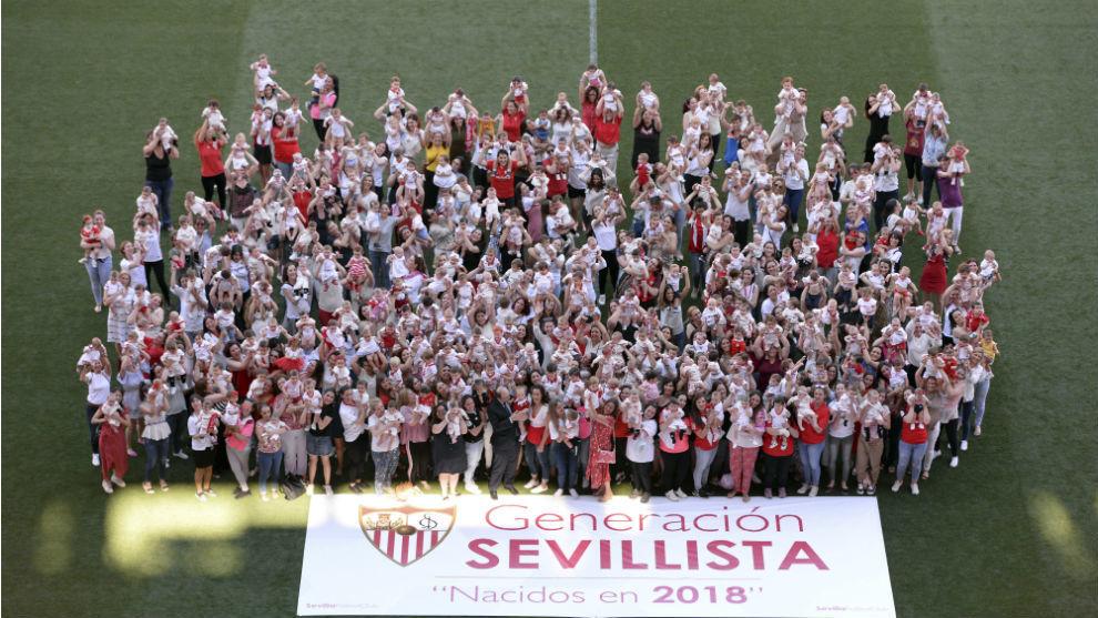 Foto de la 'Generación Sevillista 2018' en el Sánchez-Pizjuán.