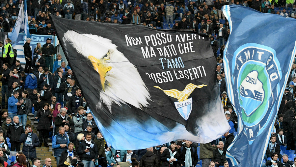 Aficionados de la Lazio antes de un partido