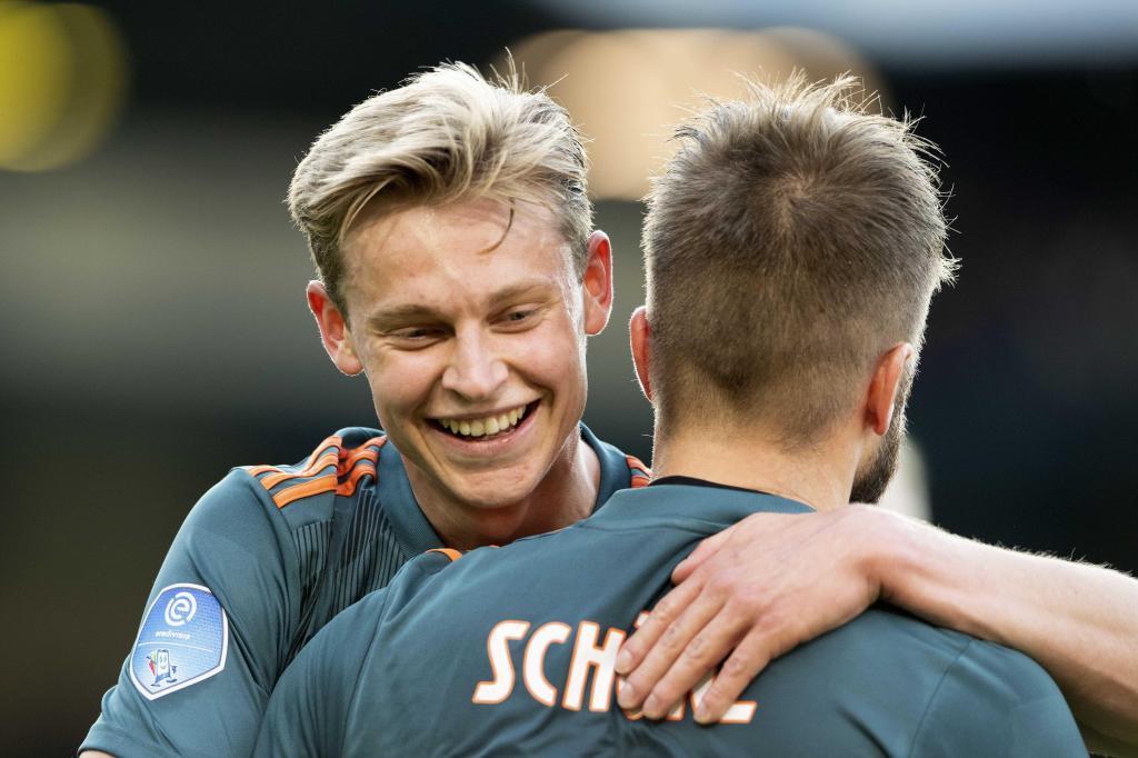 Frenkie de Jong embracing Lasse Schone.
