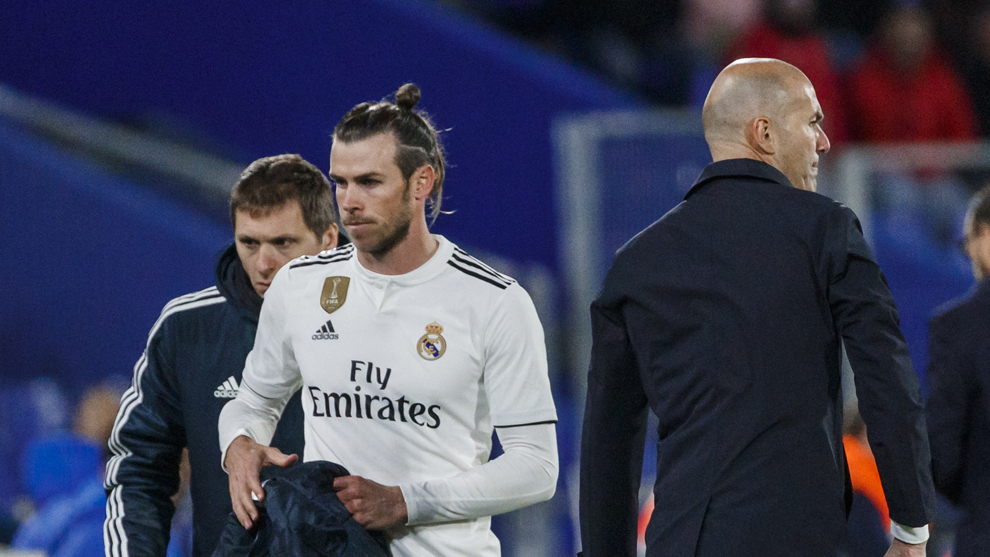 Bale y Zidane, tras el cambio del galés en el Getafe-Real Madrid.