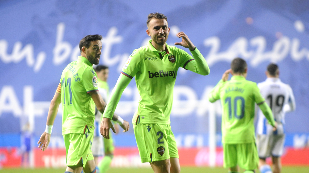 Borja Mayoral celebrates the goal he scored in Anoeta with Levante.