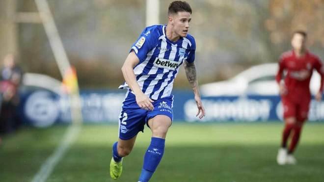 Vigaray conduce el balón en un partido del Alavés.