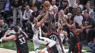 Los Bucks cerraron de mejor manera el Juego 1 ante los Raptors.
