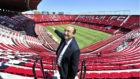El presidente del Sevilla, José Castro, muestra las obras de 2015.