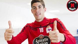 Carlos Fernández posa para MARCA haciendo un gesto de optimismo
