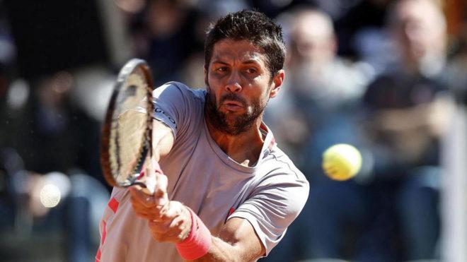 Verdasco golpea una bola en el Master 1.000 de Roma.