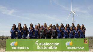 Integrantes de la selección española en el Parque Eólico de...