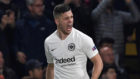 Jovic celebra su gol al Chelsea en Stamford Bridge