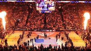 Imagen de la presentación de los equipos en el Oracle Arena