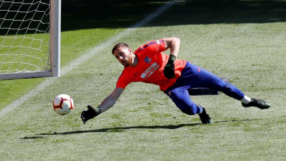 Oblak, en un entrenamiento con el Atlético.