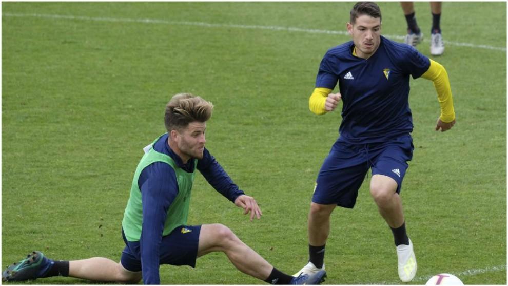 Manu Vallejo, en un entrenamiento con el Cádiz.