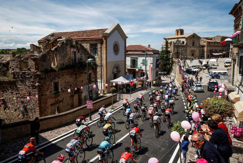 The pack rides through the village of Arielli during stage seven of the 102nd <HIT>Giro</HIT> dItalia - Tour of Italy - cycle race, 185kms from Vasto to LAquila on May 17, 2019. (Photo by Luk BENIES / AFP)