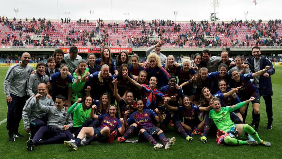 Las jugadoras del Barcelona celebran el pase a la final de la...