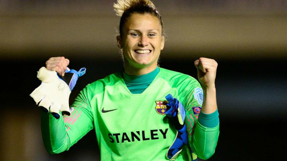 Sandra Paños celebra una victoria con el Barcelona en Champions.