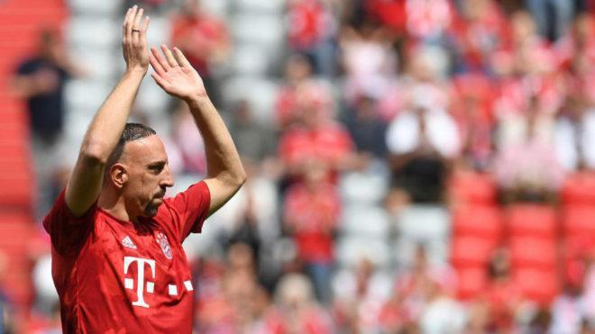 Ribéry saluda a la grada del Allianz Arena.