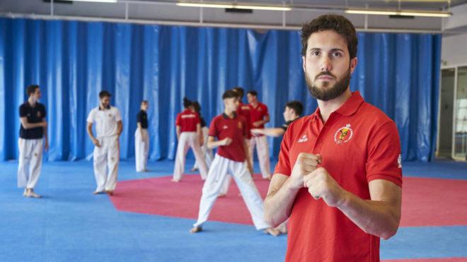 Raúl Martínez posa para MARCA durante un entrenamiento en el CAR de...