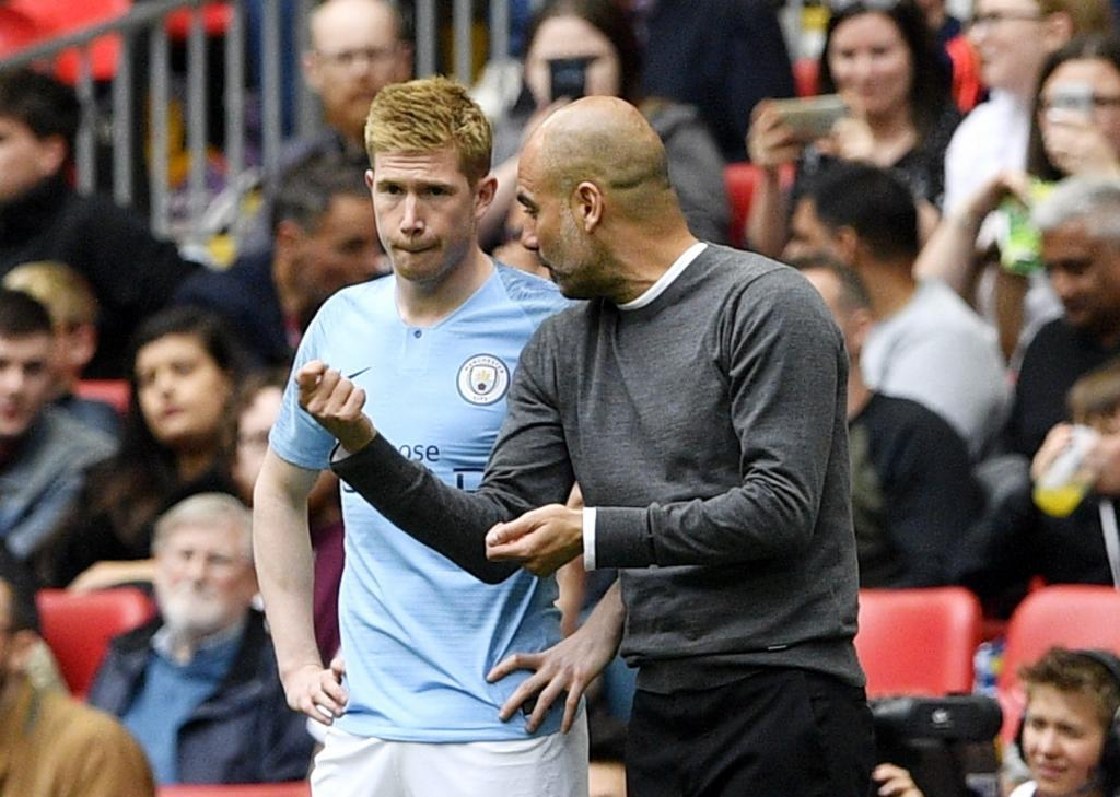 London (United Kingdom), 18/05/2019.- Manager Pep <HIT>Guardiola</HIT> (R) of Manchester City talks to midfielder Kevin de Bruyne who comes onto the pitch as a substitute in the second half during the English FA Cup final between Manchester City and Watford at Wembley Stadium in London, Britain, 18 May 2019. (Reino Unido, Londres) EFE/EPA/NEIL HALL EDITORIAL USE ONLY. No use with unauthorized audio, video, data, fixture lists, club/league logos or live services. Online in-match use limited to 120 images, no video emulation. No use in betting, games or single club/league/player publications