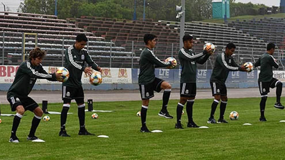 La seleccón mexicana sub 20 durante el entrenamiento
