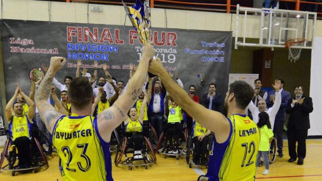 El Ilunion celebra su segundo título de la temporada.