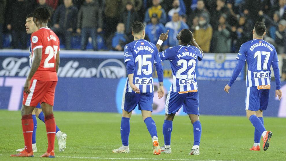 Wakaso celebra el gol que le marcó al Girona en Mendizorroza.