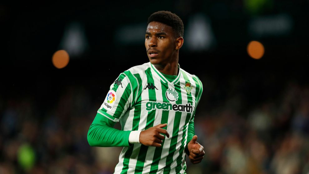 Junior Firpo playing for Betis in LaLiga Santander.