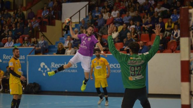 Un momento del partido entre el Atl. Valladolid y el Huesca /