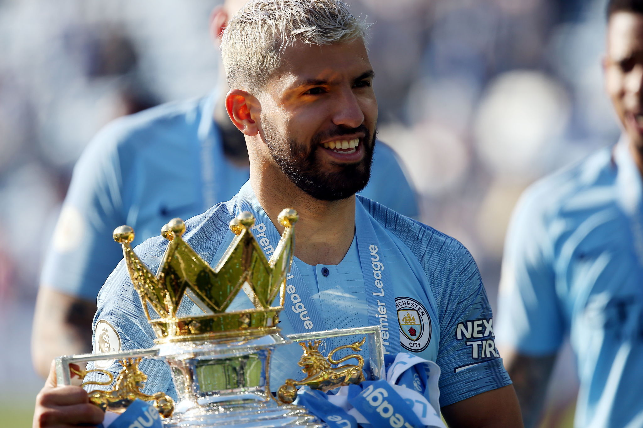 Brighton (United Kingdom), 12/05/2019.- Manchester City Sergio <HIT>Aguero</HIT> celebrates with the trophy after the English Premier League match between Brighton and Hove Albion and Manchester City, Brighton, Britain, 12 May 2019. Manchester City won 4-1 and won the Premier League title. (Reino Unido) EFE/EPA/JAMES BOARDMAN EDITORIAL USE ONLY. No use with unauthorized audio, video, data, fixture lists, club/league logos or live services. Online in-match use limited to 120 images, no video emulation. No use in betting, games or single club/league/player publications