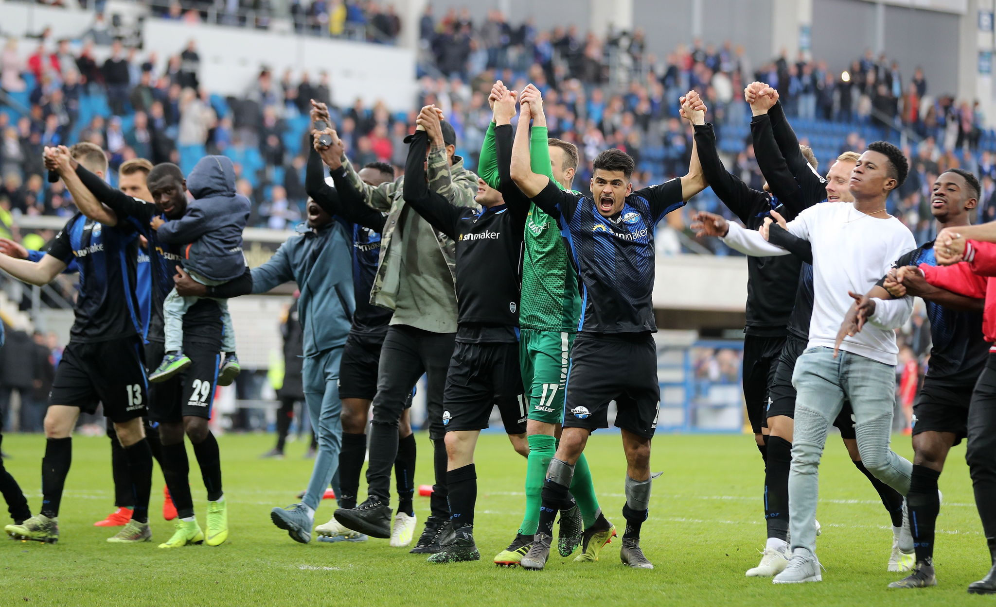 <HIT>Paderborn</HIT> (Germany), 12/05/2019.- <HIT>Paderborn</HIT>s team celebrates after winning the German 2. Bundesliga soccer match between SC <HIT>Paderborn</HIT> and Hamburger SV in <HIT>Paderborn</HIT>, Germany, 12 May 2019. (Alemania, Hamburgo) EFE/EPA/FRIEDEMANN VOGEL CONDITIONS - ATTENTION: The DFL regulations prohibit any use of photographs as image sequences and/or quasi-video