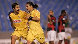 Chava corre junto a Sebastián Domínguez.