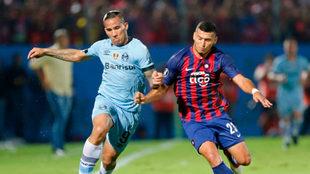 Escobar en un partido con el Cerro Porteño.