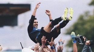 Los jugadores del San Jose festejan al nuevo máximo goleador....
