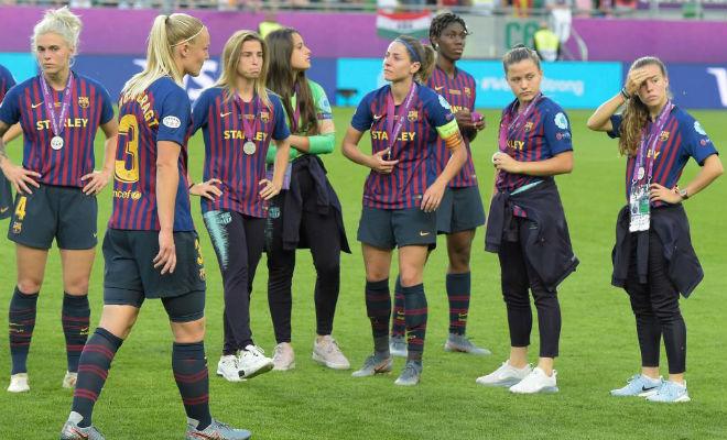 Las jugadoras del Barcelona, cariacontecidas, tras perder la final.
