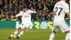 Dani Ceballos lanza la falta con la que el Madrid ganó al Betis en la...