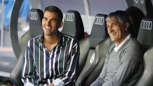 Setién y Ceballos, en el banquillo del Bernabéu.