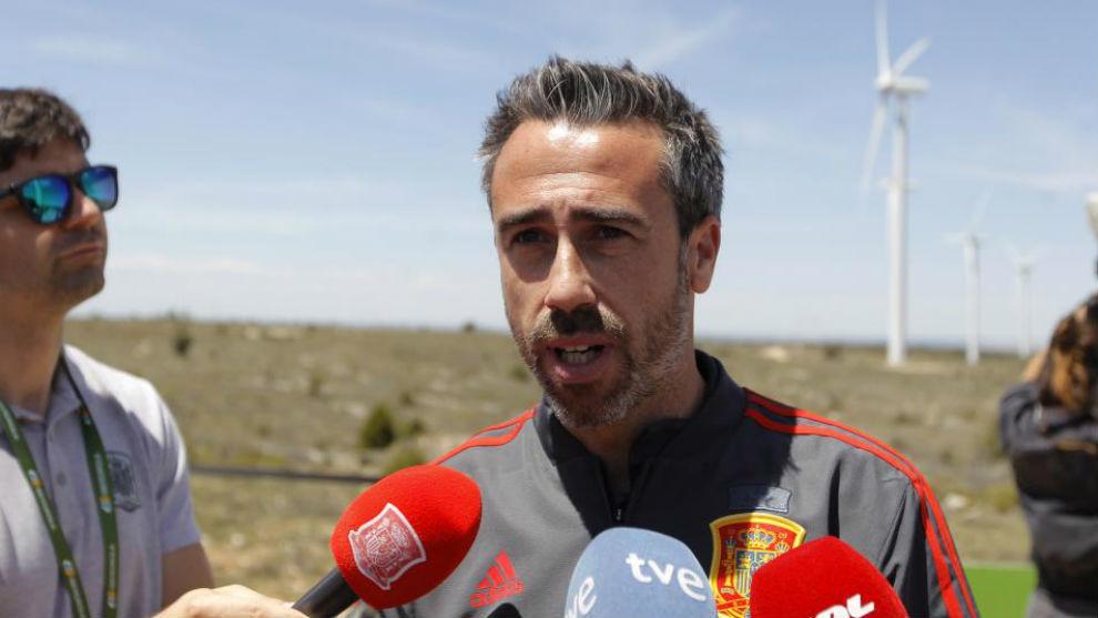 Jorge Vilda atiende a los medios.