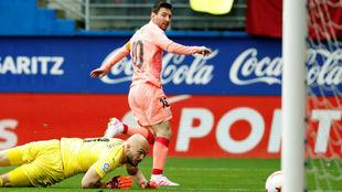 Leo Messi marca el primer gol del Barcelona en Ipurua.