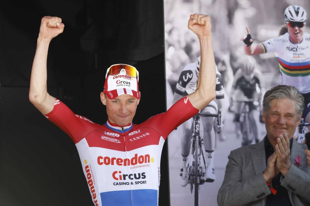 71986374. Vilt (Netherlands), 21/04/2019.- Dutch cyclist Mathieu <HIT>van</HIT><HIT>der</HIT><HIT>Poel</HIT> has won the 54th edition of the Amstel Gold Race in Vilt, the Netherlands, 21 April 2019. (Ciclismo, Países Bajos; Holanda) EFE/EPA/BAS CZERWINSKI