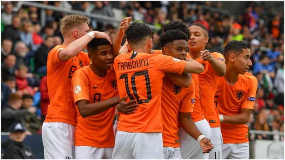 Los jugadores de Holanda celebran un gol.