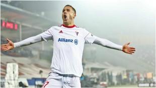 Igor Angulo celebra un gol con el Górnik Zabrze.