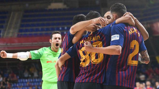 Los jugadores del Barça Lassa celebran uno de los goles.