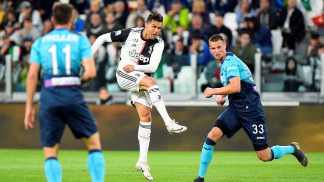 Cristiano Ronaldo, en acción ante el Atalanta /