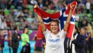 Ada Hegerberg celebra la consecución de la Champions League en...