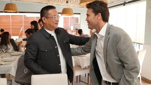 Chen Yansheng con Rubi, en la comida