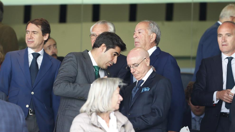 Haro y Serra, en el palco del Bernabéu